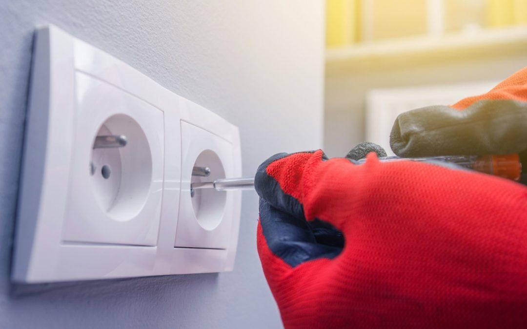 Comment remplacer une prise électrique ?