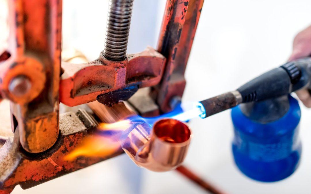 Comment effectuer une réparation rapide sur un tuyau en cuivre ?