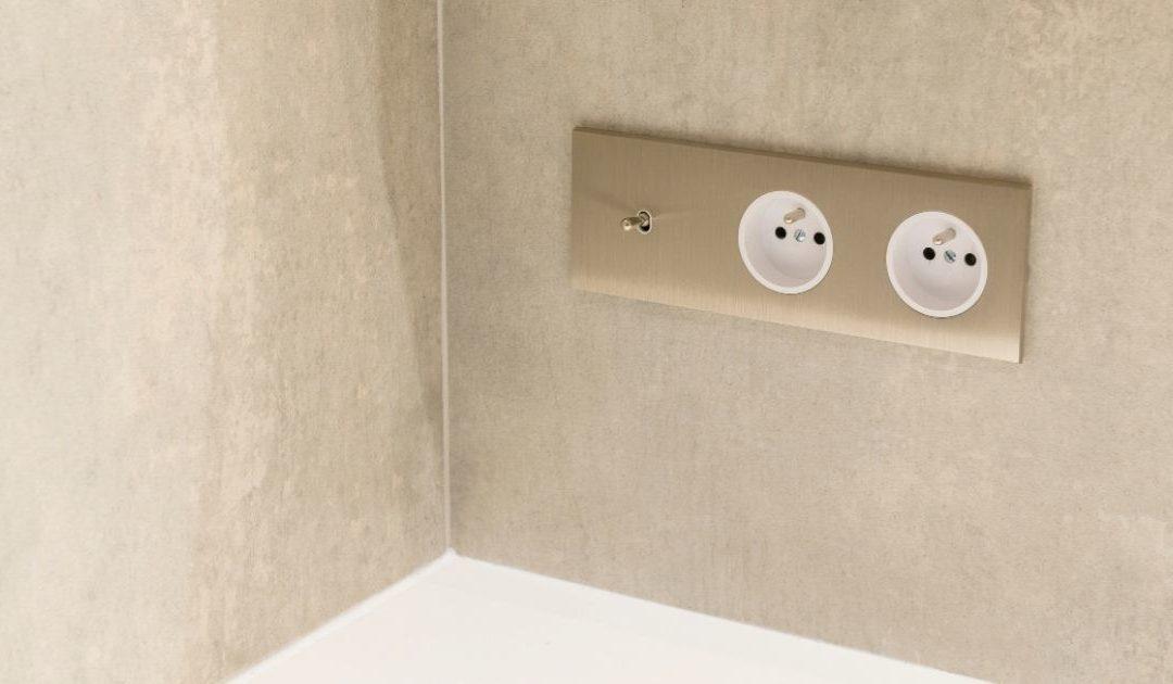 Comment installer une prise électrique dans la salle de bain ?