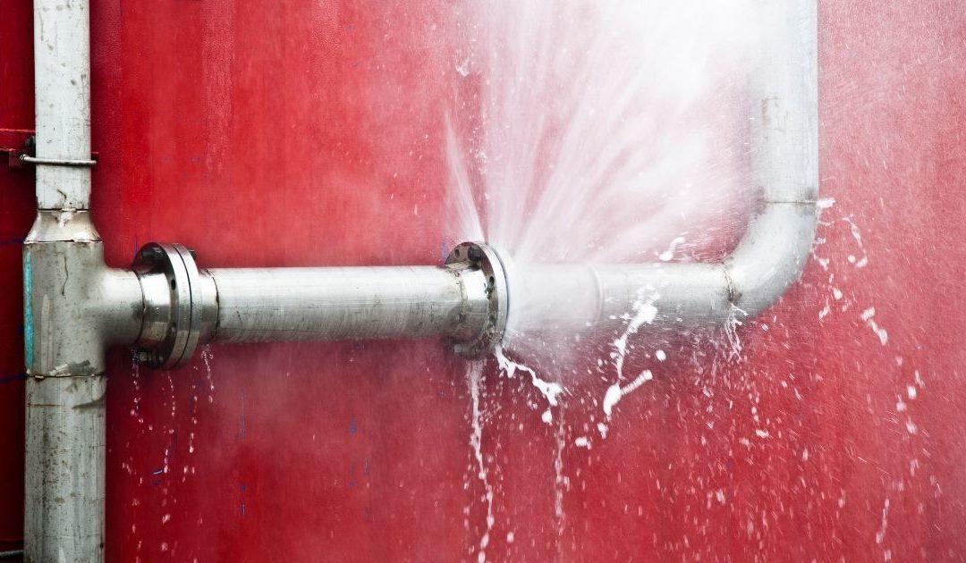 Réparation problème fuite d'eau : quel plombier contacter ?