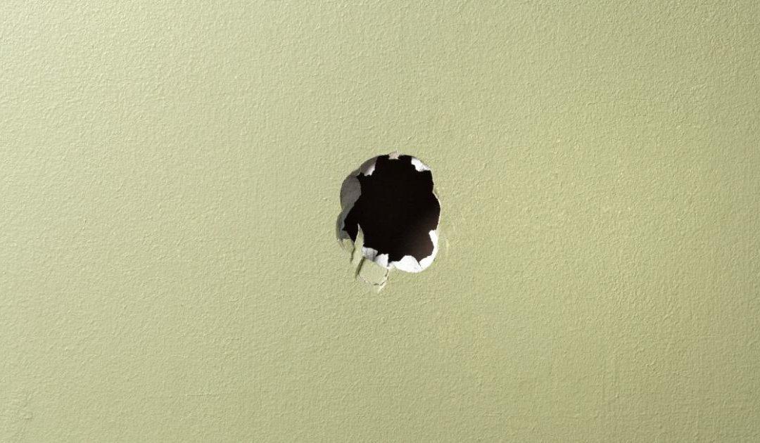 Comment réparer un trou dans un mur en plaques de plâtre ?